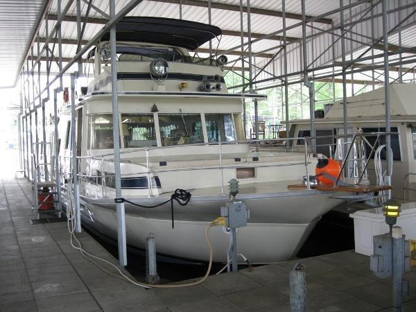 Pluckebaum 65 Coastal Yacht Houseboat
