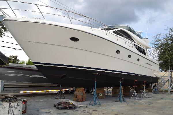 Uniesse 55 Motoryacht Late 2016 Haul & Bottom Paint