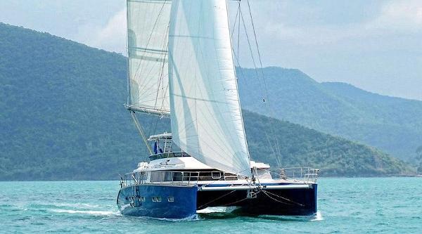 Custom 60 sailing catamaran