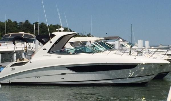 Sea Ray 310 Sundancer Starboard Profile
