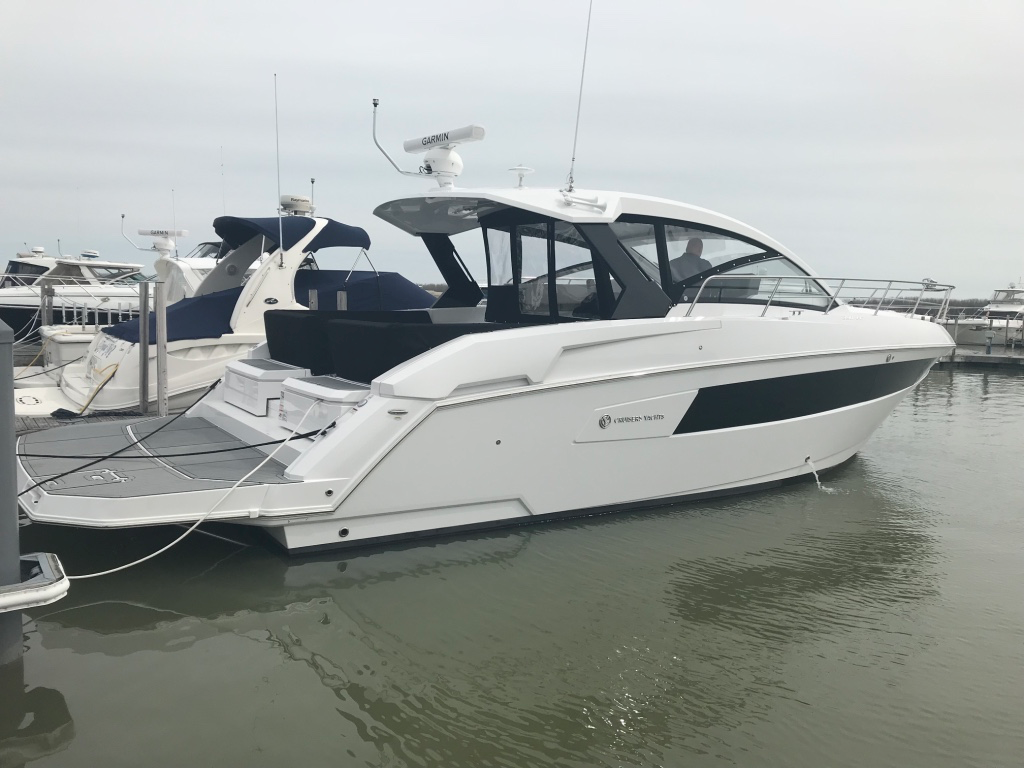 Cruisers Yachts 390 Express Coupe Cruisers Yachts 2017 390 Express Coupe