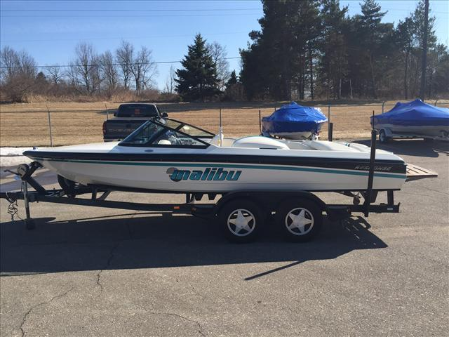Malibu Response Closed Bow Ski Boat