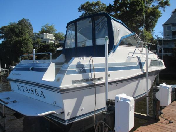 Carver 2757 Montego Port Quarter