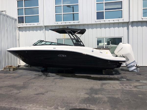 Sea Ray SPX 230 Outboard