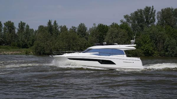 Prestige 520 Flybridge