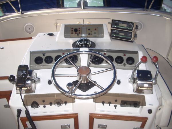 Tidy helm controls layout