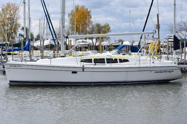 Hunter 39 At the Dock