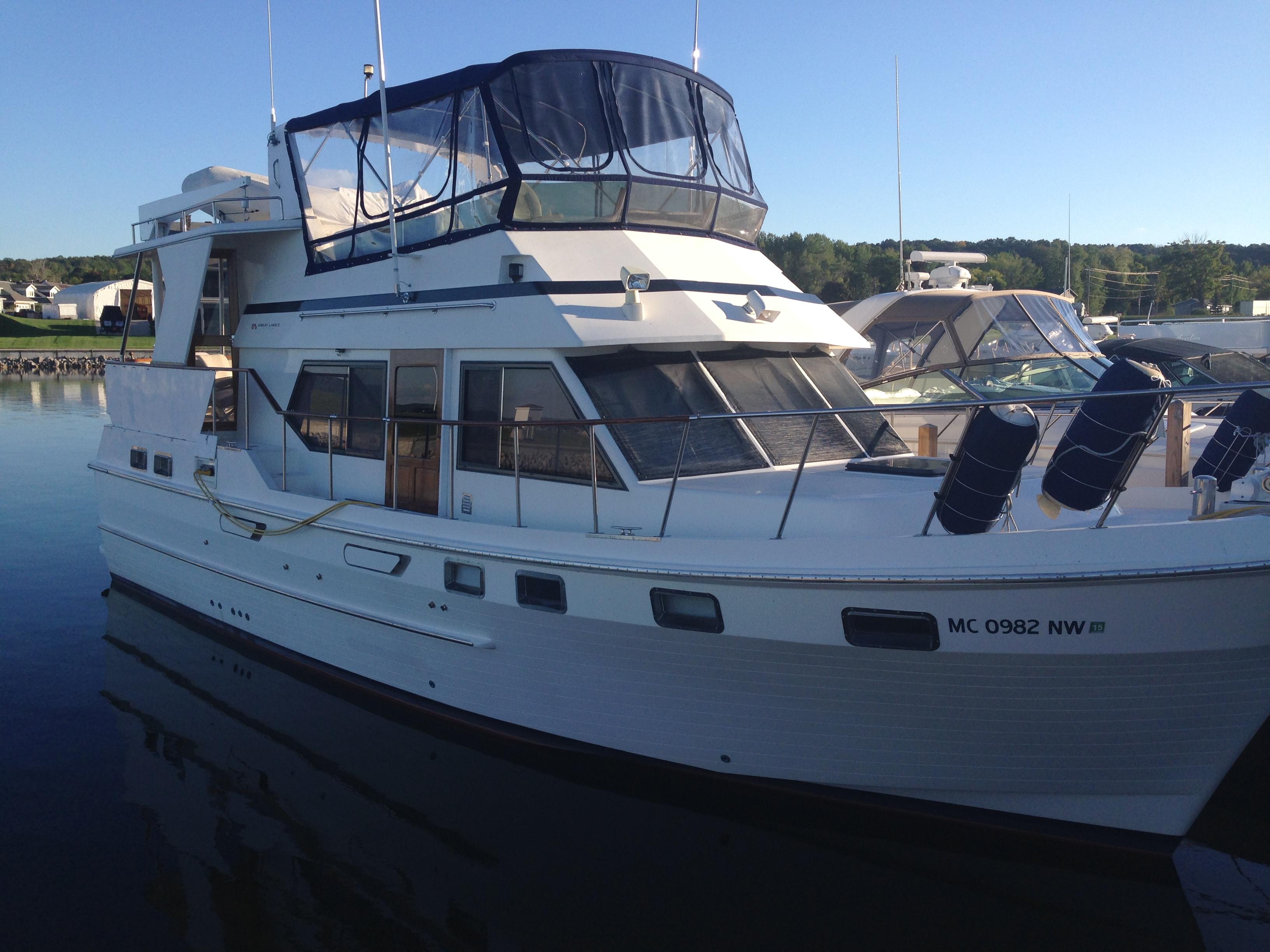 CHB 42 Sundeck Starboard
