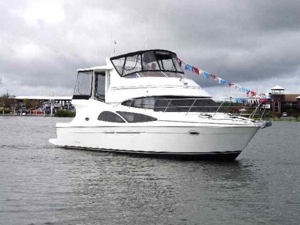 Carver 41 Cockpit Motor Yacht Photo 1