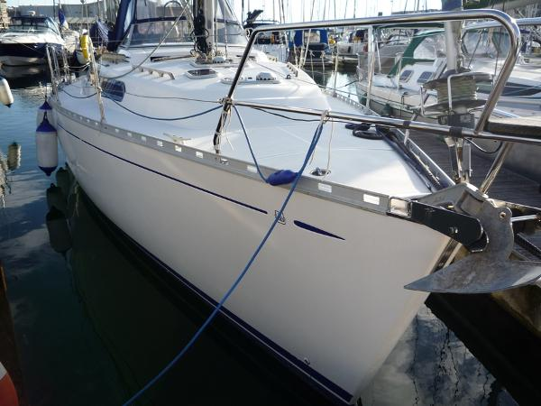 Dufour 39 CC for sale - Hull starboard side
