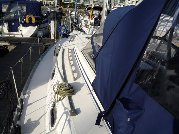 Dufour 39 CC for sale - Port side deck looking forward