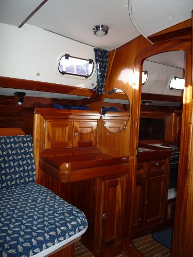 Dufour 39 CC for sale - Aft cabin vanity unit