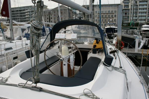 Dufour 39 CC for sale - Centre cockpit