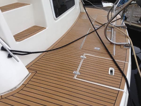Cruisers 4450 Express MY Teak swim platform