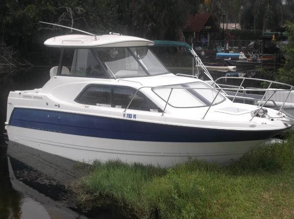 Bayliner 2452 Hardtop Cruiser