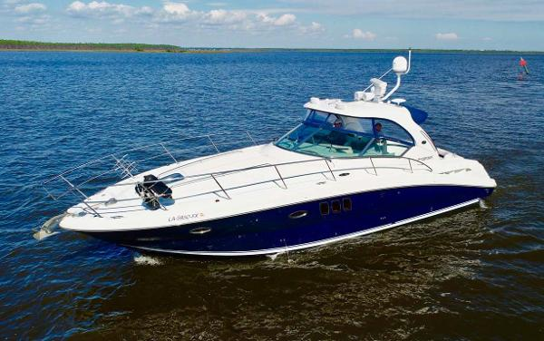 Sea Ray 390 Sundancer Profile