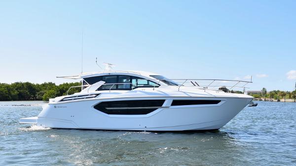 Cruisers Yachts 42 Cantius Profile