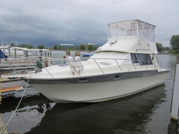 Silverton 34 Convertible DOCKSIDE PROFILE