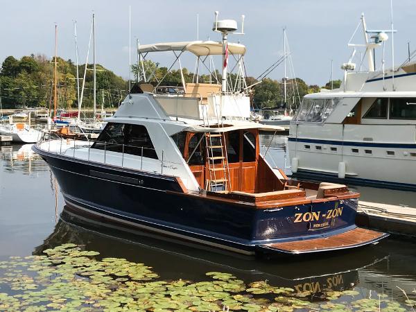 Chris-Craft 42 Commander Sports Cruiser Port Profile