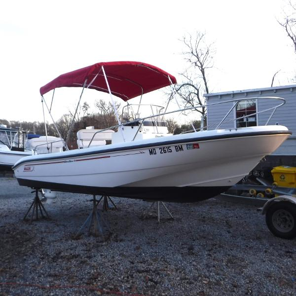 Boston Whaler 18 Dauntless Starboard Bow