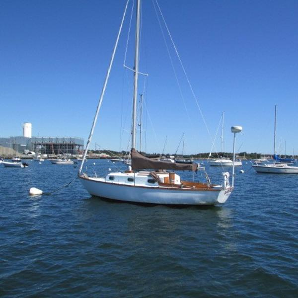 Cape Dory 27 Port quarter