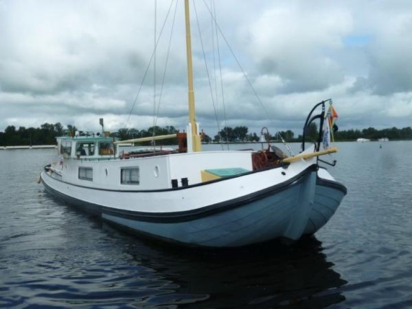 Barge motorboot
