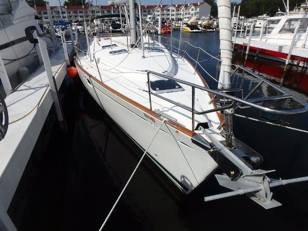 Beneteau Oceanis 461 From bow starboard side