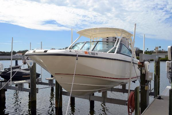 Boston Whaler 270 Vantage Port Profile