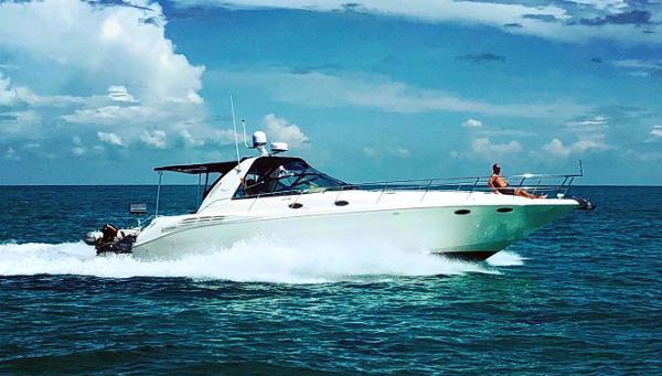 Sea Ray 400 Sundancer Profile - Running