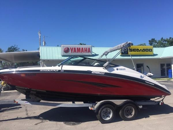 Yamaha Boats 212SS WITH GALVANIZED TRAILER