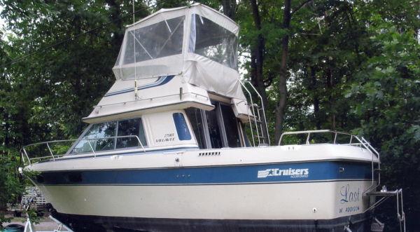 Cruisers Villa Vee 298 port profile