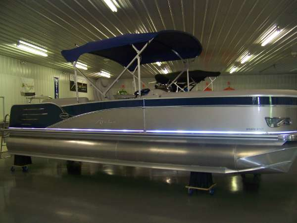 Avalon 25 ft. Catalina Entertainer
