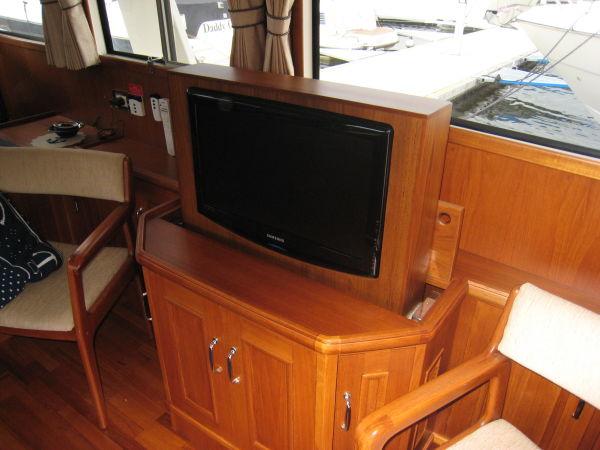 Pop-up Flatscreen TV
