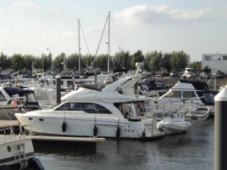 Meridian Yachts 341 Sedan