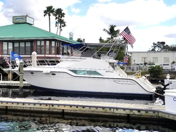 Cruisers Yachts 4285 Express Bridge