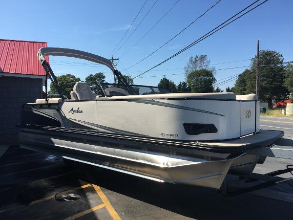 Avalon 2485 LSZ Windshield Elite, Tri Toon High Performance