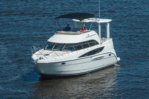 Meridian 368 Motoryacht Underway 3