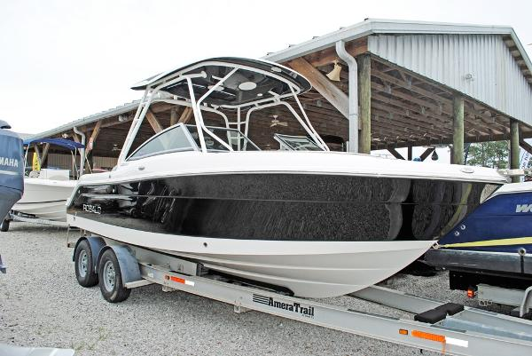 Robalo 247 Dual Console 2015 Robalo 247- Hull view