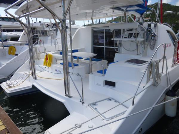 Robertson And Caine Leopard 38 Stern
