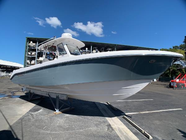 Everglades 325 CC Starboard Profile