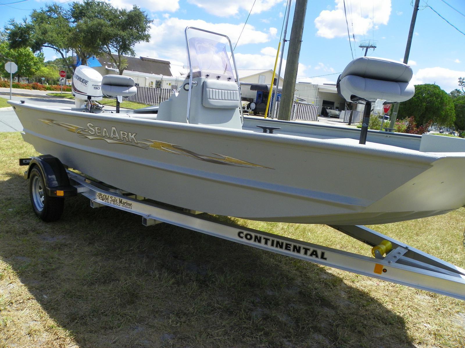 SeaArk RXT 872