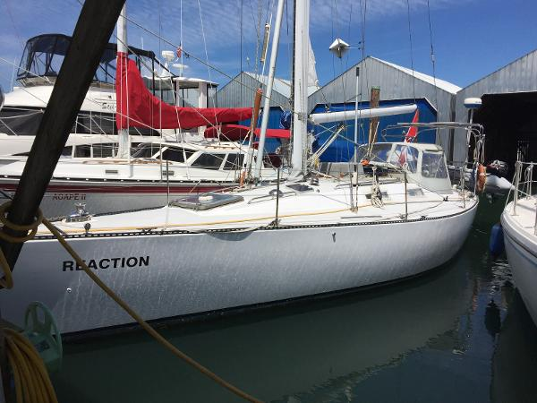 Peterson Sloop At the dock