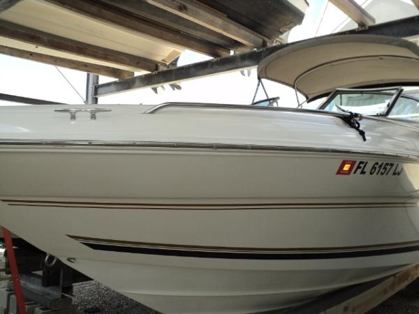 Sea Ray 260 Bow Rider Select Port bow