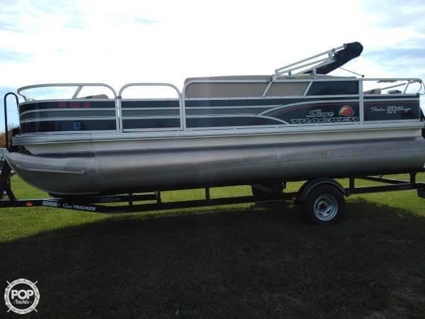Sun Tracker Fishin Barge 20 DLX Signature 2015 Sun Tracker signature fishing barge for sale in Holt, MO