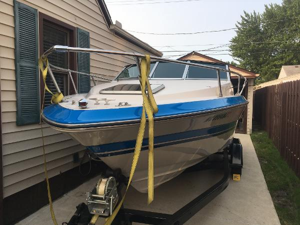 Sea Ray Seville Cuddy Cabin 21 ft.