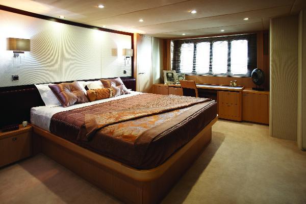 Princess Flybridge 85 Motor Yacht Master Stateroom