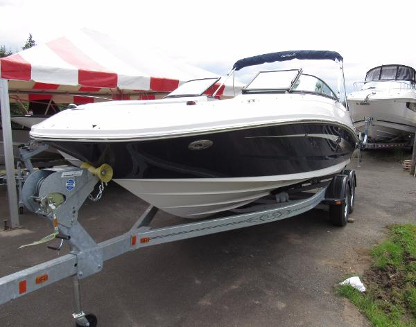 Sea Ray SUNDECK 220 OUTBOARD