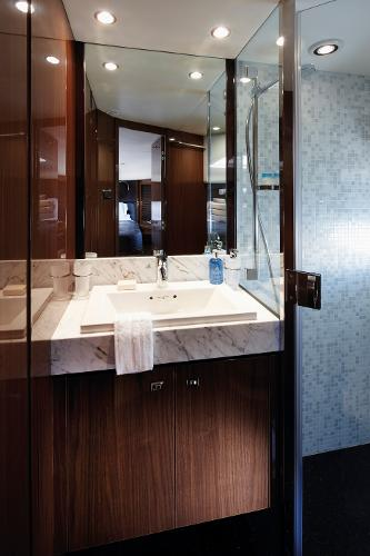 Princess Flybridge 78 Motor Yacht Forward Cabin Bathroom
