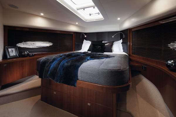 Princess Flybridge 78 Motor Yacht Forward Cabin
