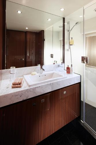 Princess Flybridge 78 Motor Yacht Starboard Cabin Bathroom